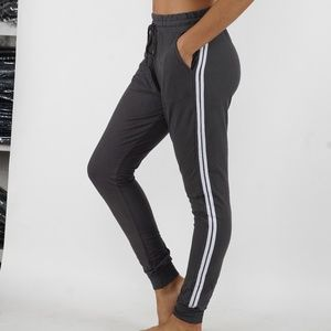 Pants - Joggers with side pockets